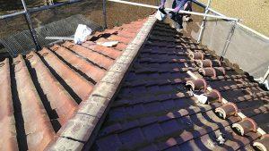 瓦屋根の棟の積み直し