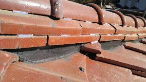 瓦屋根の棟補修後