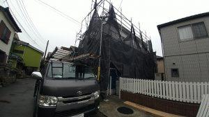 外壁塗装、屋根カバー工法の現場。