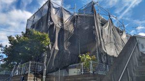 外壁、屋根工事の現場。